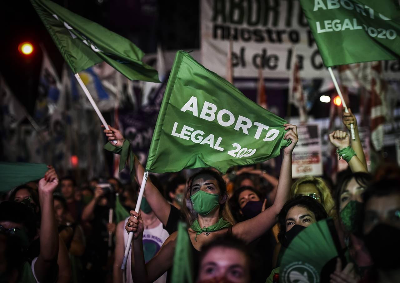 Manifestazione pro-choice in attesa del risultato del voto il 30 dicembre 2020 a Buenos Aires, in Argentina - Foto Getty Images