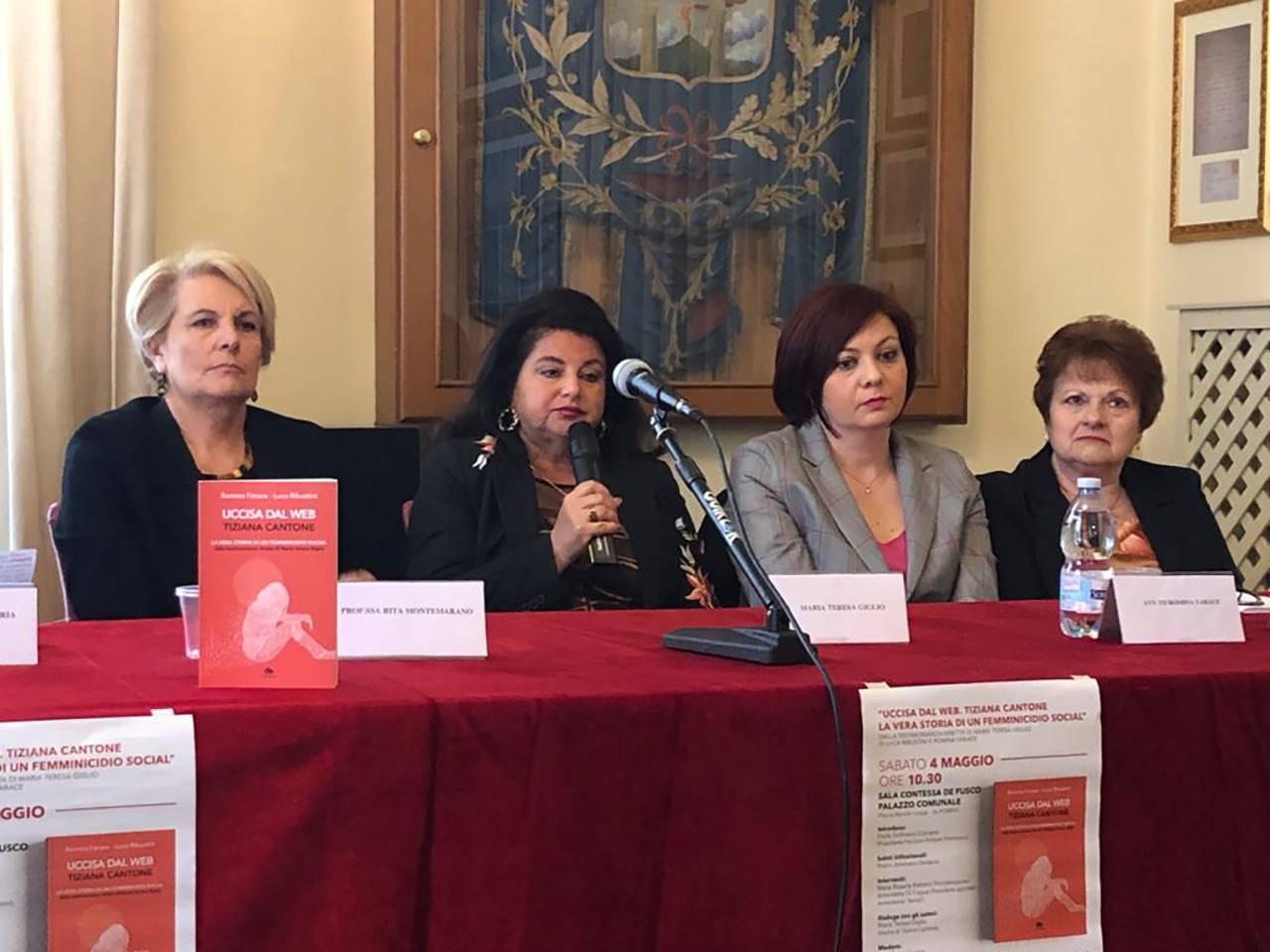 """Maria Teresa Giglio alla presentazione del libro """"Uccisa dal web"""" al Comune di Pompei"""