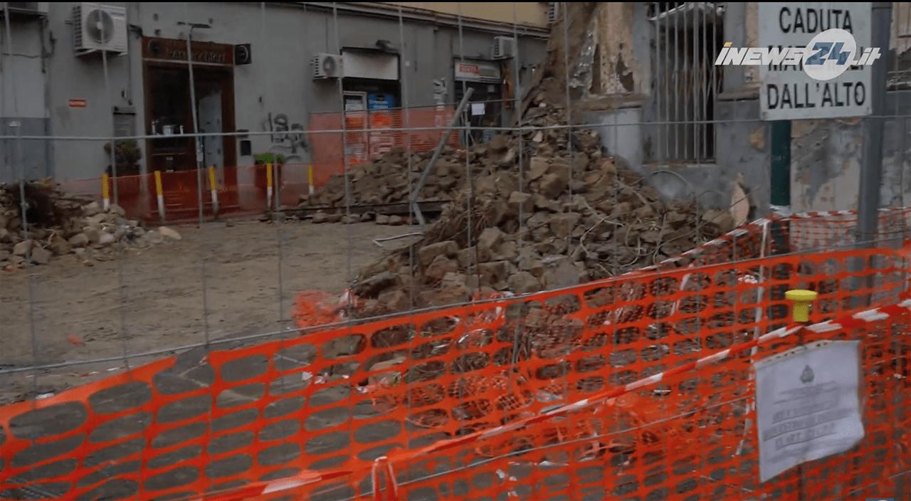 Crollo palazzo Napoli - Foto Esclusiva iNews24
