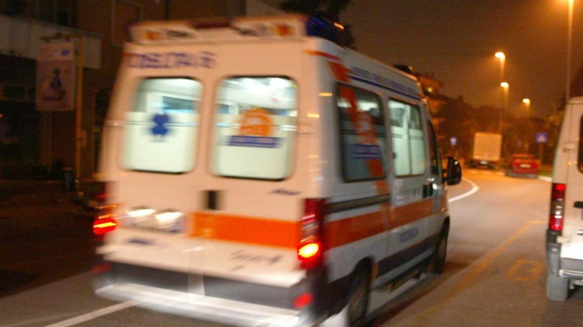 Milano, padre e figlio aggrediscono brutalmente un trentenne