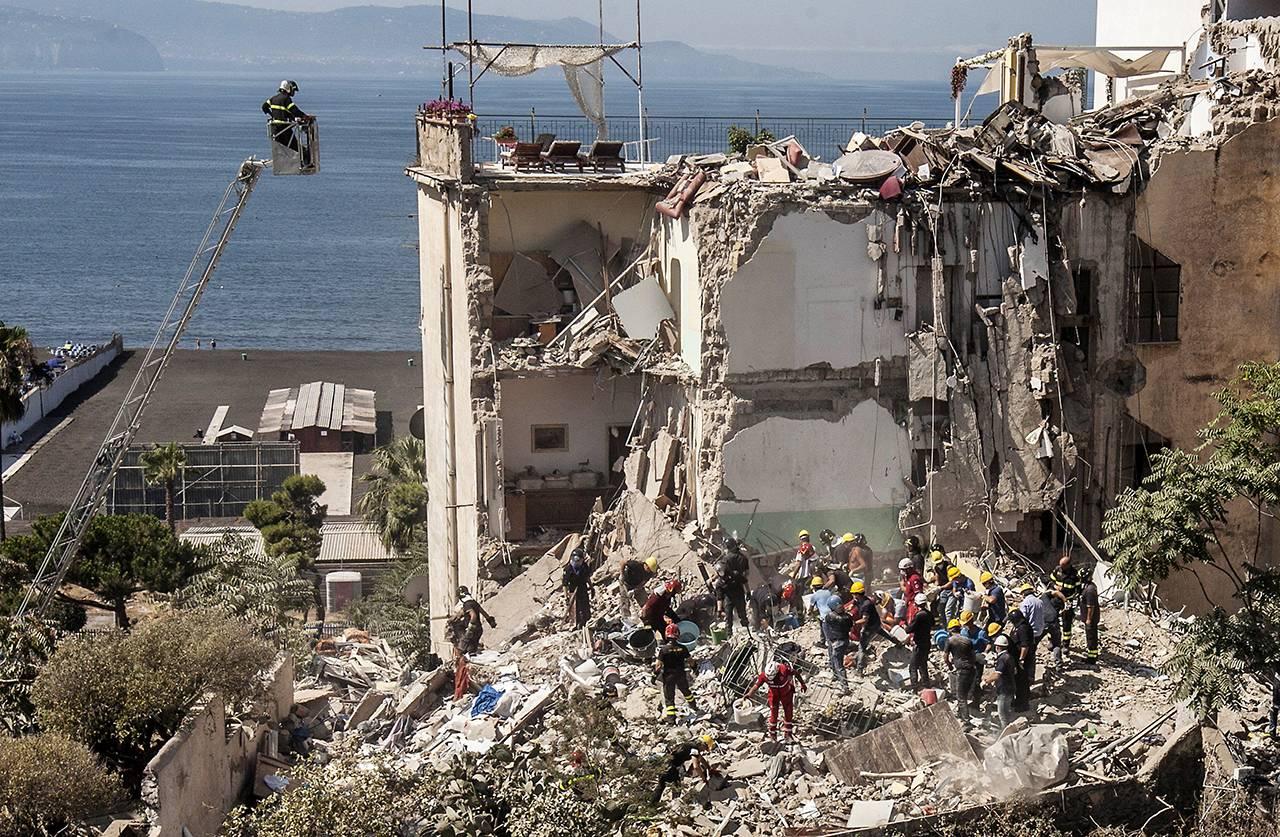Crollo del palazzo di Rampa Nunziante, avvenuto a Torre Annunziata, Napoli, il 7 luglio 2017