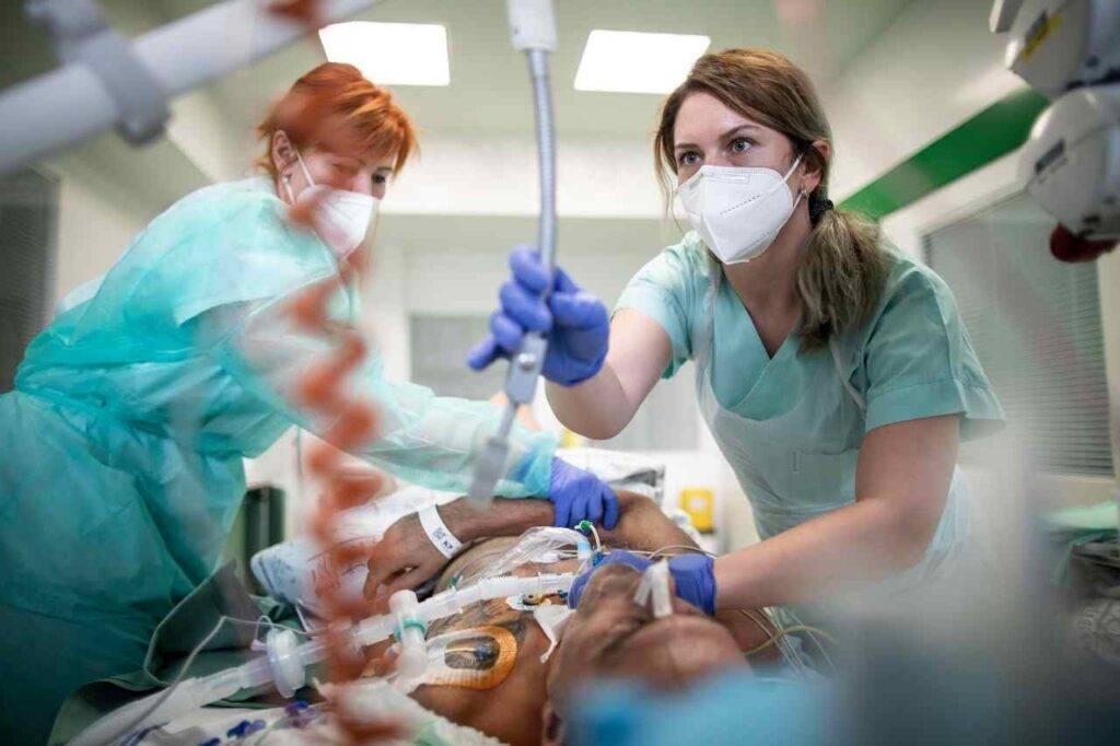 Calano contagi negli ospedali