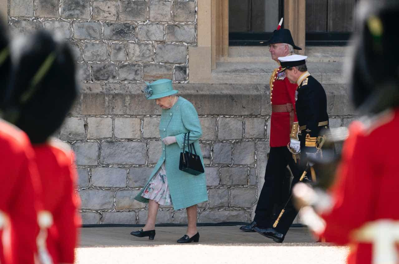 Regina Elisabetta allarme bomba