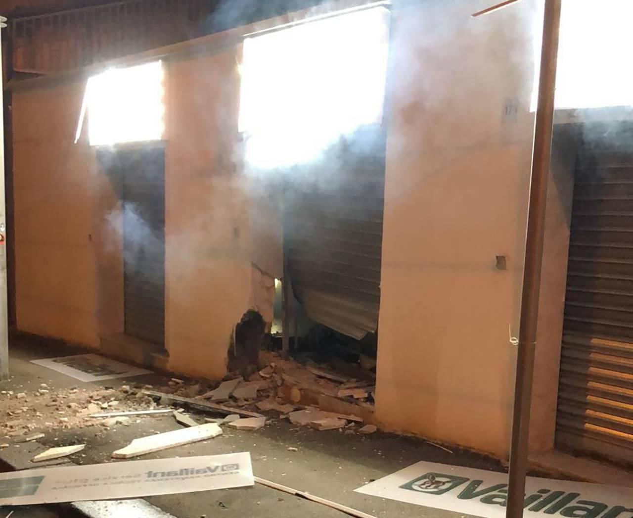 Incendio negozio Colli Aminei - Foto di Ivo Poggiani, Facebook