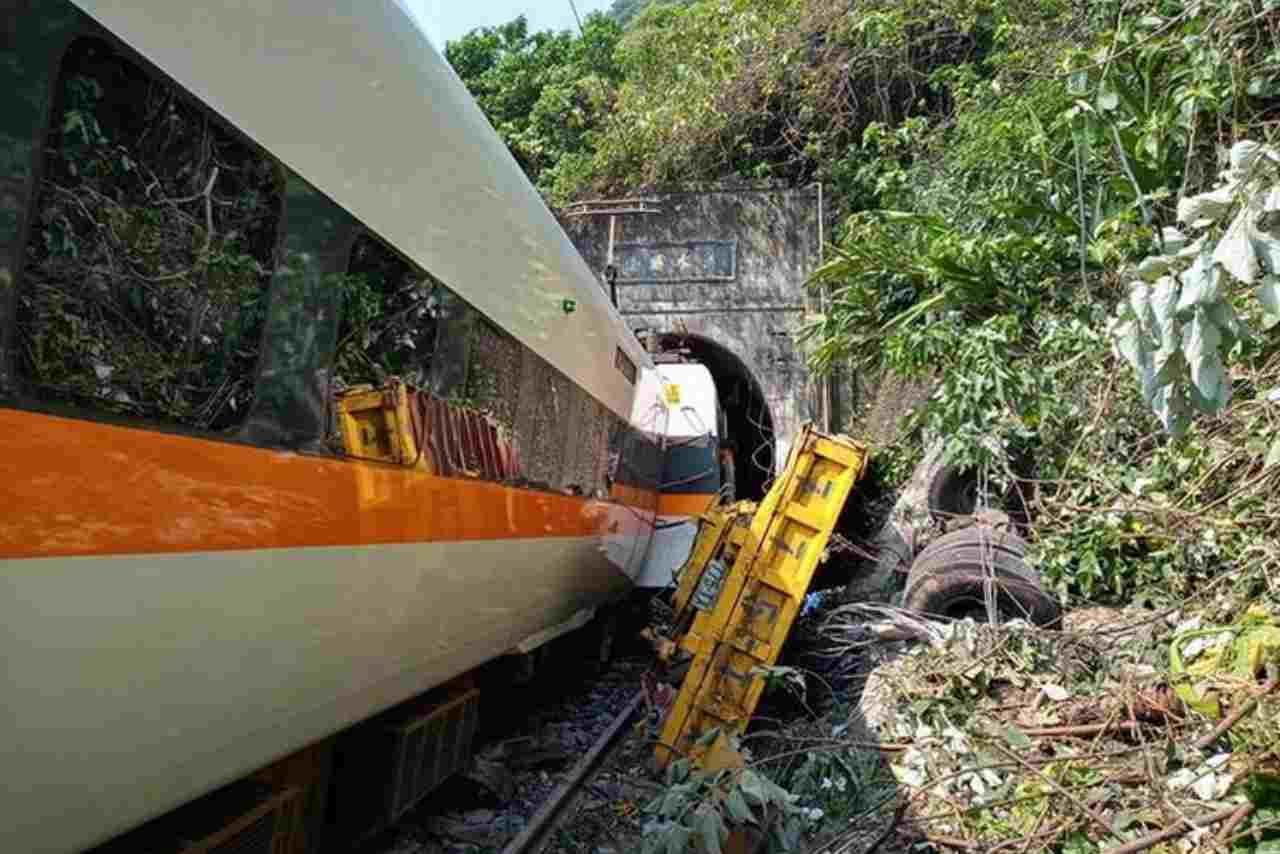 Taiwan treno Deraglia