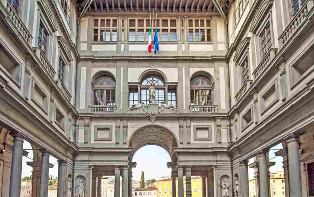 Fumo dal museo degli Uffizi, evacuato