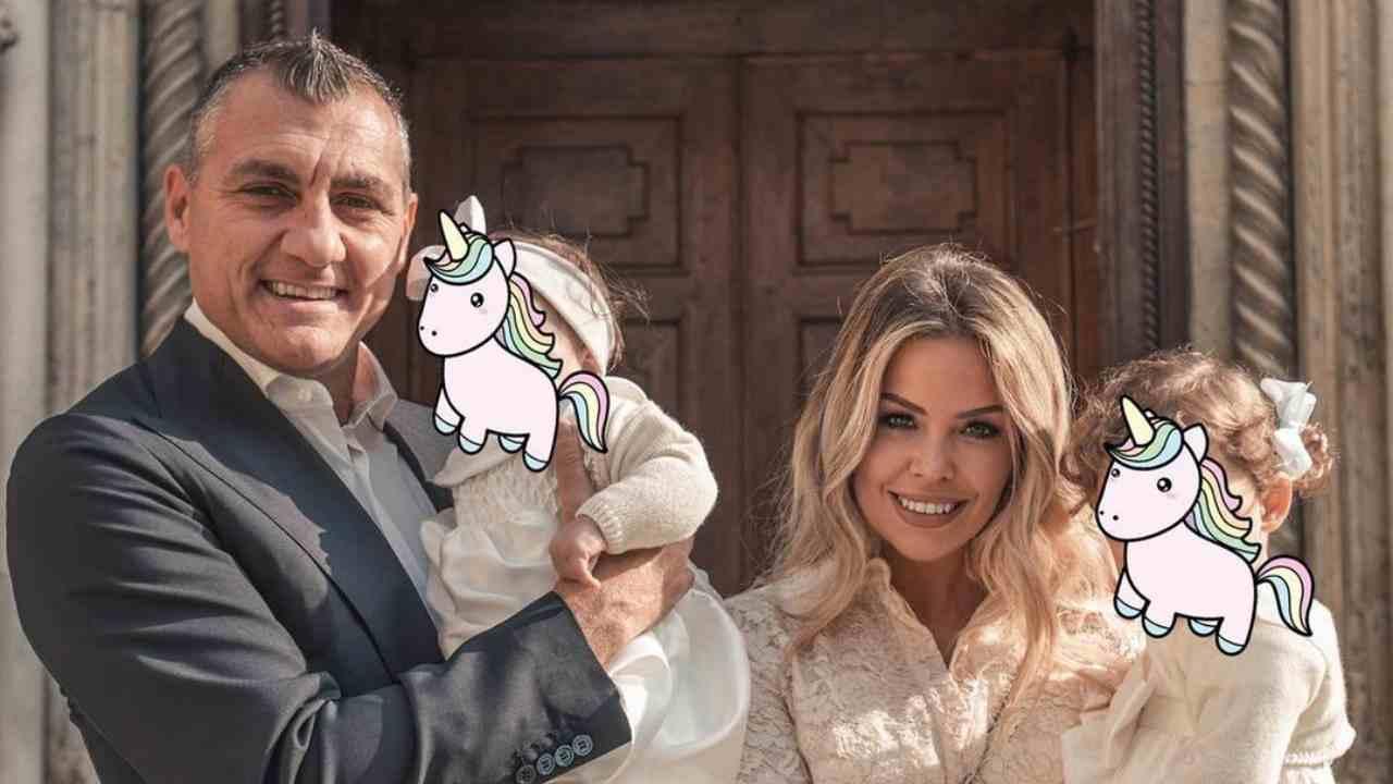Christian Vieri con la moglie Costanza Caracciolo e i figli (foto Instagram).
