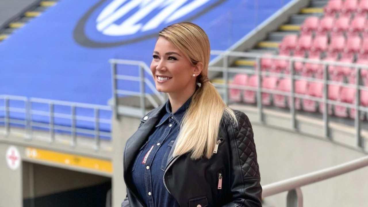 La conduttrice di Dazn Diletta Leotta a bordocampo nello Stadio Meazza (foto Instagram).