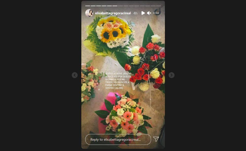 """La conduttrice Elisabetta Gregoraci ricorda la morte della madre su Instagram: """"Vi voglio bene a tutti. Grazie a tutti voi che siete riusciti a farmi sentire il vostro calore in una giornata così triste""""."""