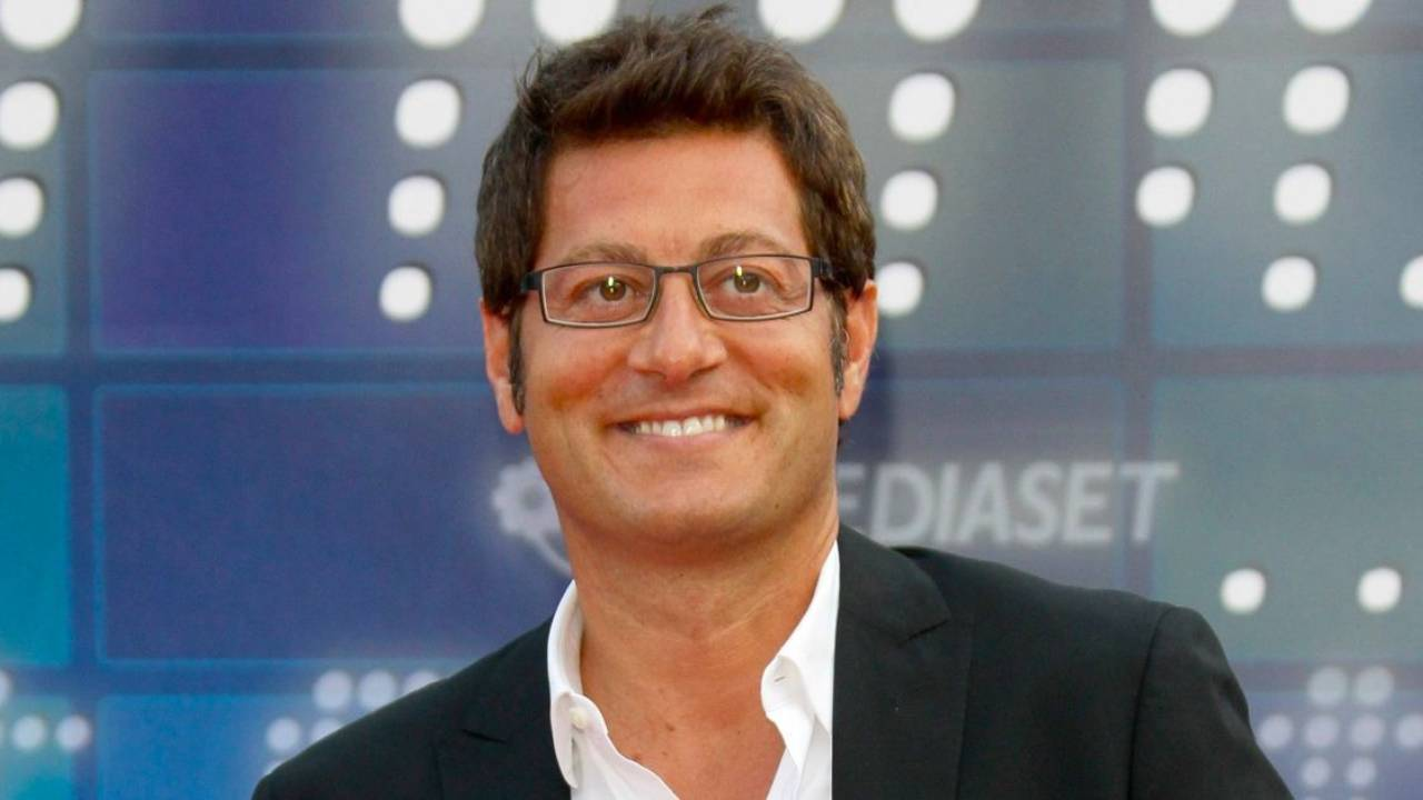Il conduttore Enrico Papi (foto Mediaset)
