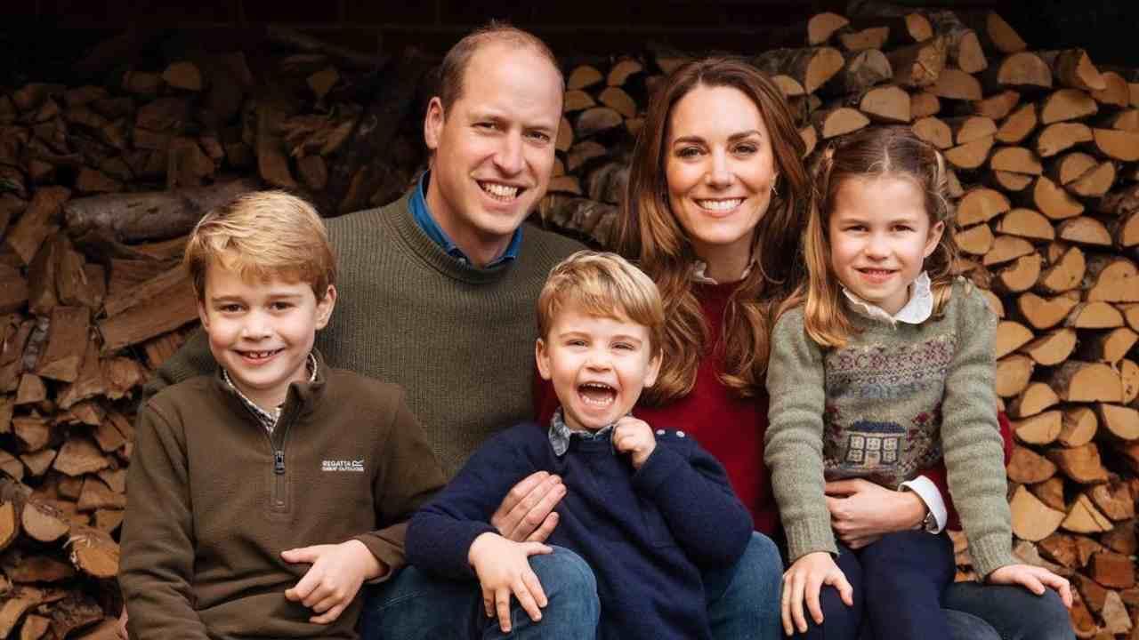 Royal family: i duchi di Cambridge, William Windsor e Kate Middleton, con i loro figli (foto Instagram).