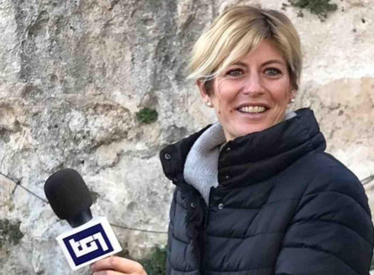 La giornalista Rai Valentina Bisti durante un'intervista a Gigi Proietti (foto Instagram).