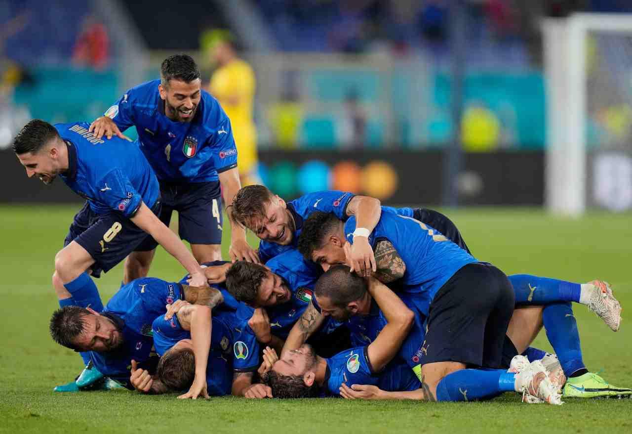 La gioia dei giocatori dell'Italia dopo la seconda rete di Locatelli alla Svizzera. Euro 2020, 16 giugno 2020 (foto di Alessandra Tarantino - Pool/Getty Images).