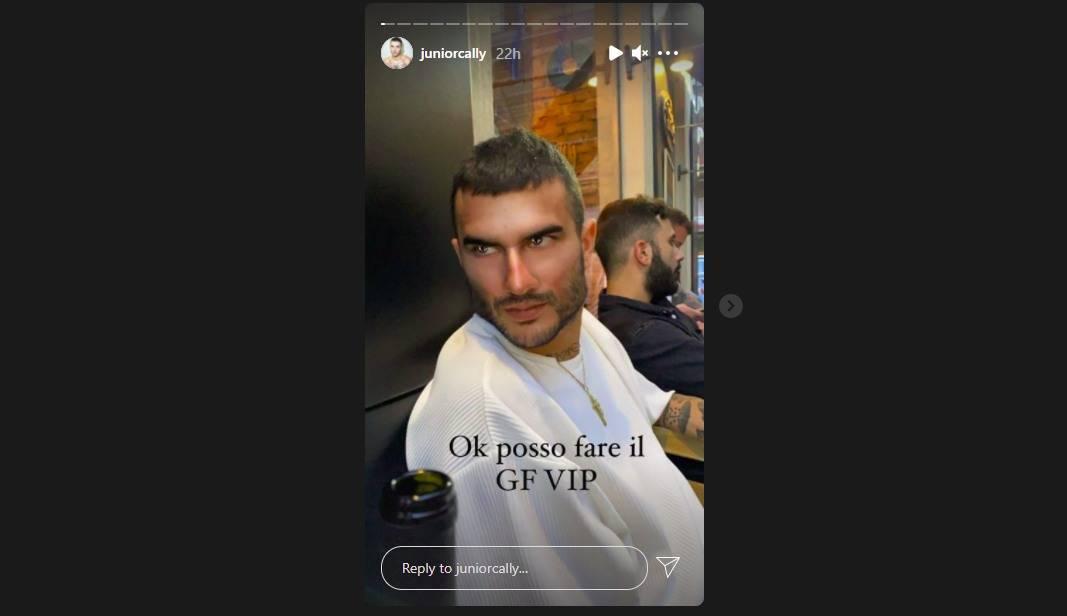 """L'annuncio di Junior Cally su Instagram: """"Ok, proverò a fare il GF Vip""""."""