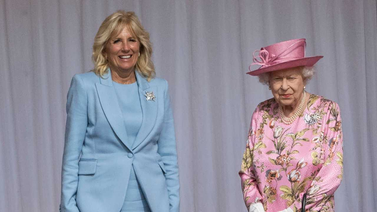 La Regina Elisabetta II d'Inghilterra con la First Lady statunitense Jill Biden (foto di David Rose - WPA Pool/Getty Images).