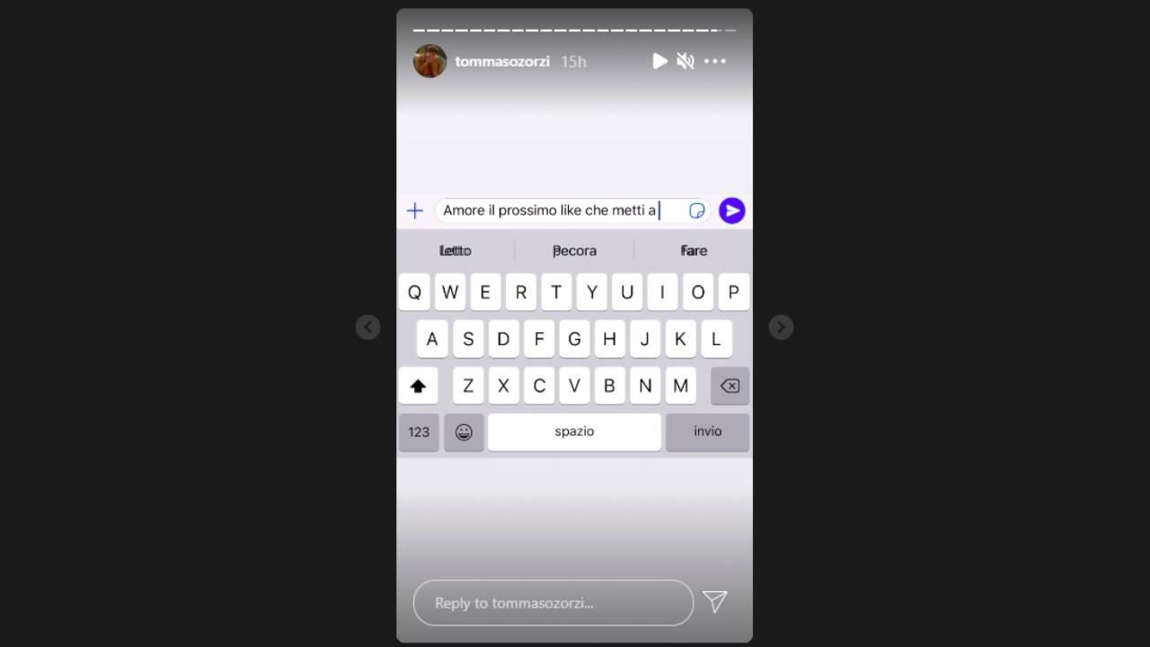 """Tommaso Zorzi è geloso di Can Yaman. Il messaggio al fidanzato sui social network: """"Il prossimo like che metti a Can Yaman ti taglio..."""" (screenshot Storie Instagram)."""