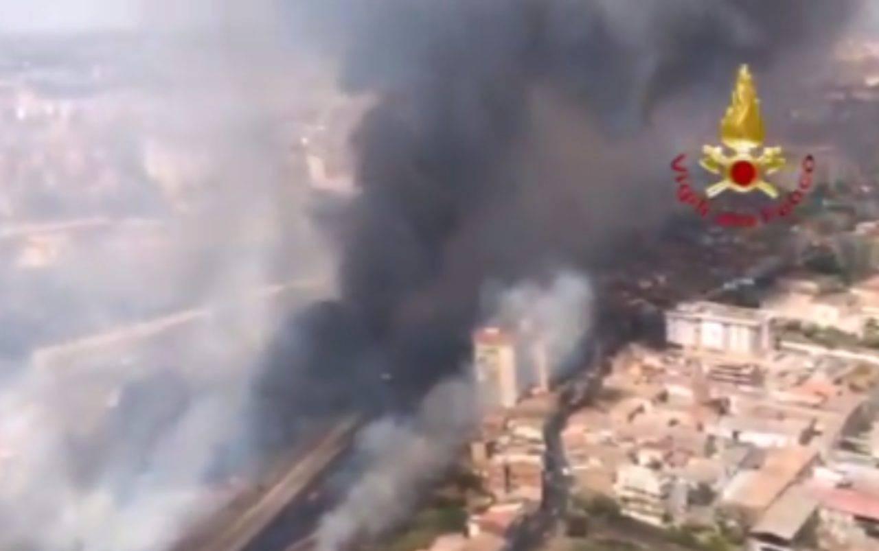 Sicilia, incendi a Catania