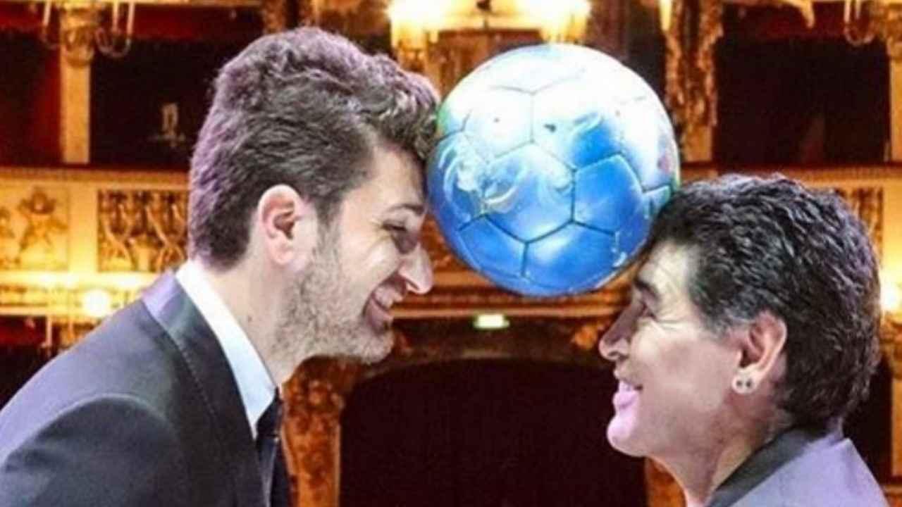 Il comico Alessandro Siani con l'ex calciatore Maradona (foto Instagram).