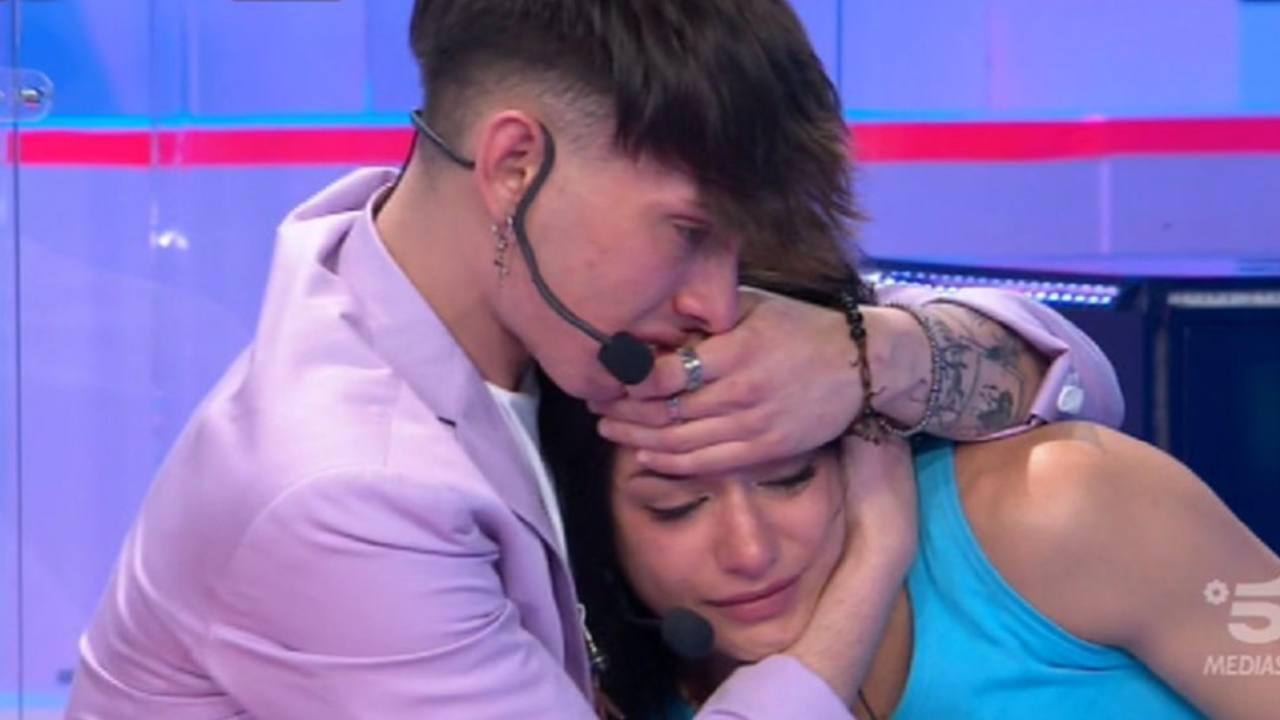 Amici: il cantante Deddy e la ballerina Rosa Di Grazia prima di un'eliminazione (foto Mediaset).