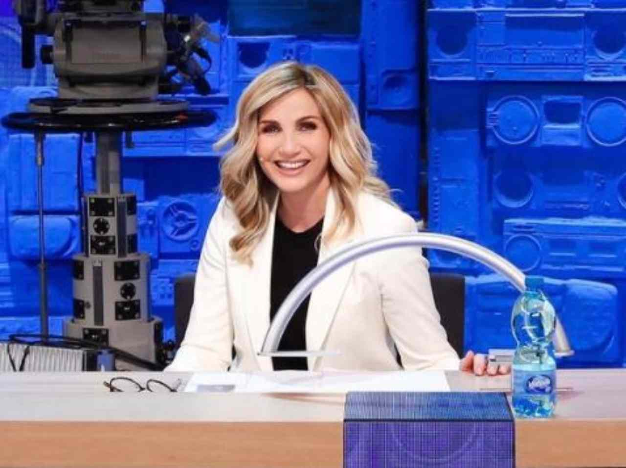 La conduttrice e showgirl Lorella Cuccarini ad Amici (foto Mediaset).