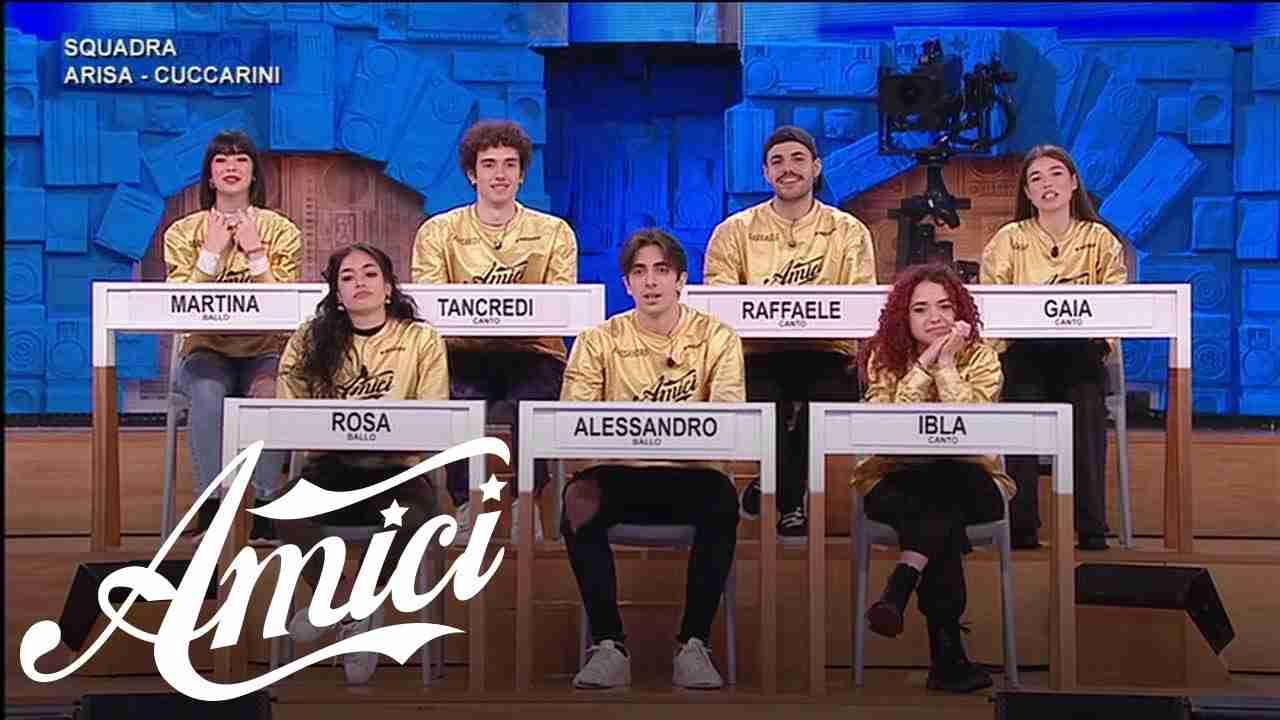 La squadra di Amici di Lorella Cuccarini ed Arisa (foto Mediaset).