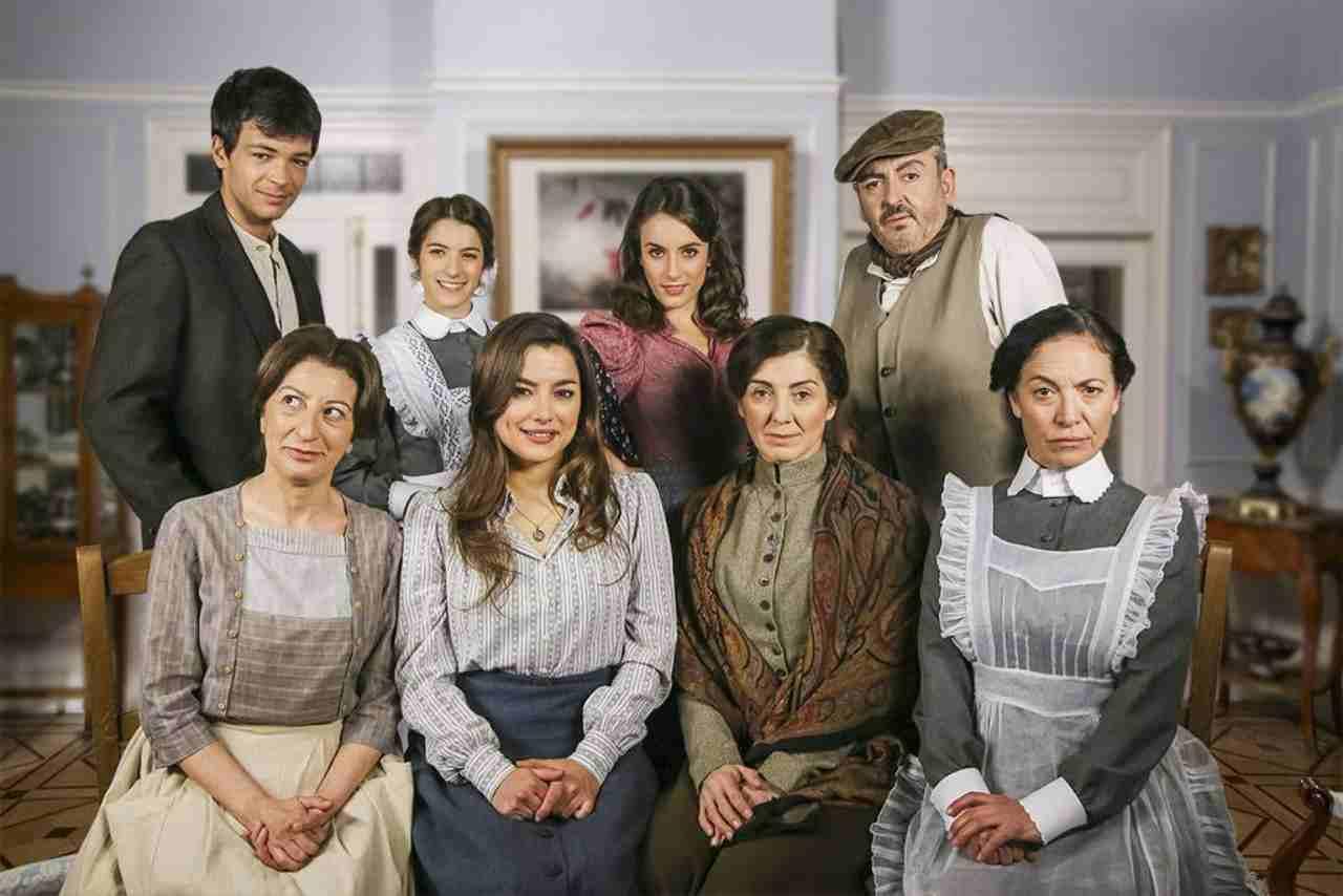 """La soap opera spagnola prodotta da TVE ed in onda su Canale 5: """"Una Vita"""" (foto Mediaset)."""