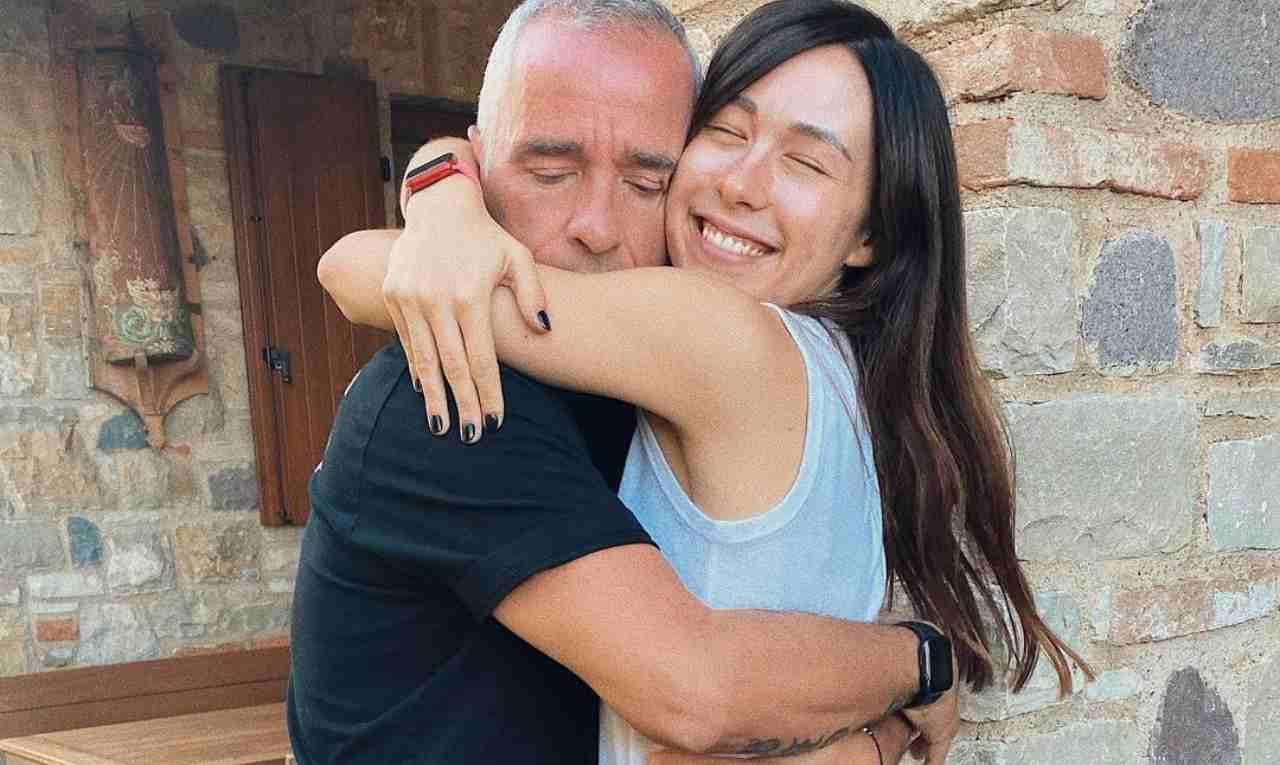 Il cantante Eros Ramazzotti con la figlia Aurora (foto Instagram).