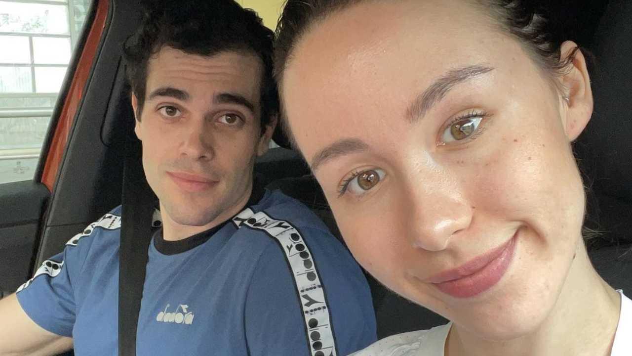 Selfie di coppia e senza trucco: Aurora Ramazzotti con Goffredo Cerza (foto Instagram).