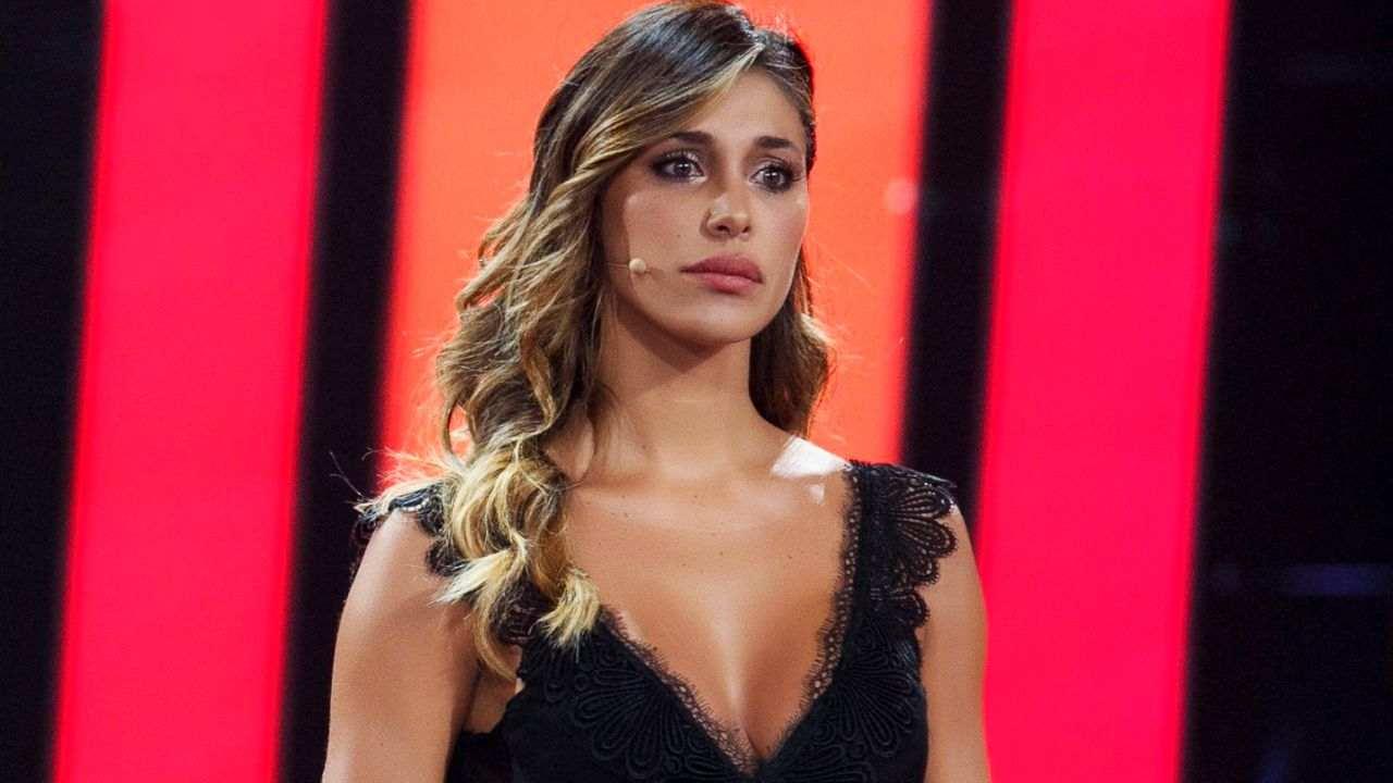 """La soubrette Belen Rodriguez negli studi di """"Tu Si Que Vales"""" (foto Mediaset)."""