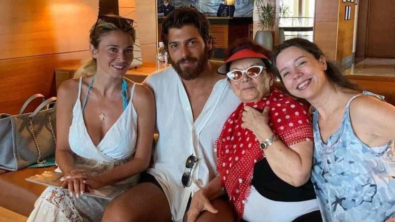 La madre e la nonna di Can Yaman vanno in albergo a conoscere Diletta Leotta (foto Instagram).