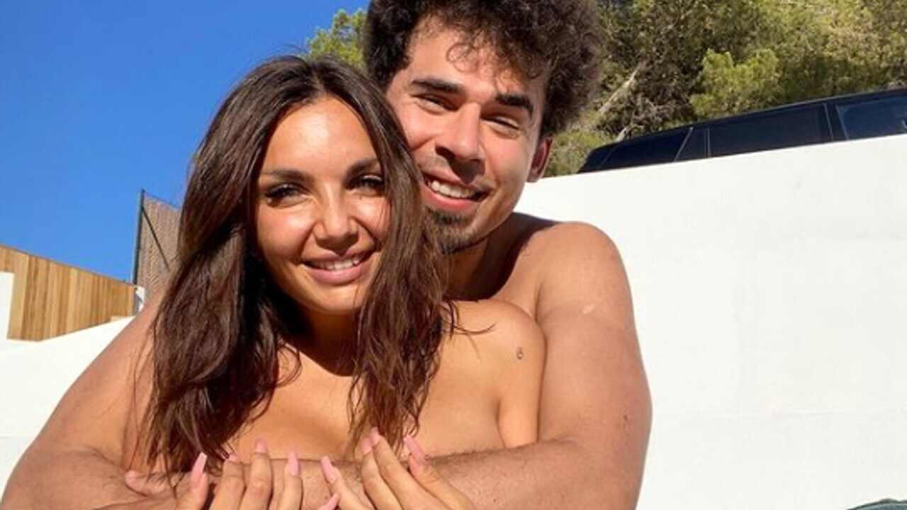 La cantante Elettra Lamborghini in vacanza ad Ibiza con il marito Afro Jack (foto Instagram).