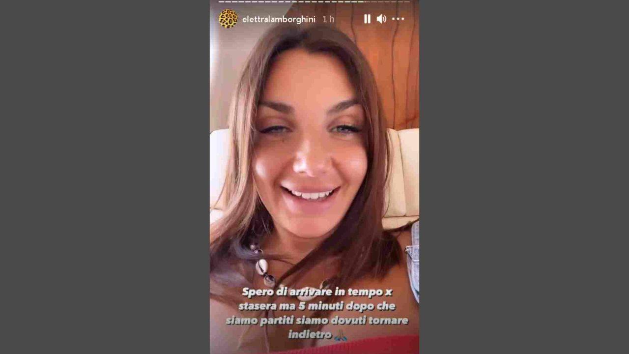La cantante Elettra Lamborghini racconta il suo incidente aereo su Instagram.