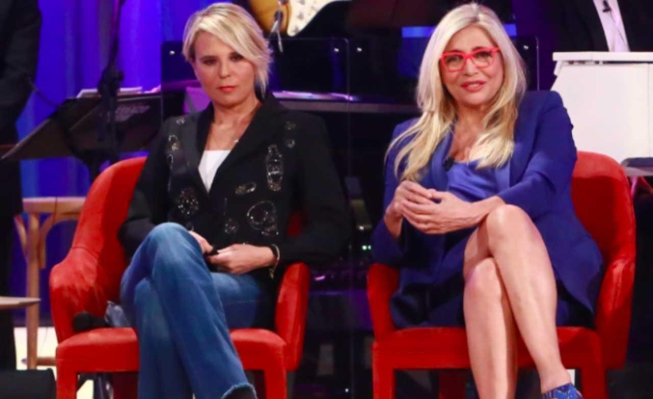 Le conduttrici Mara Venier e Maria De Filippi ospiti del Maurizio Costanzo Show (foto Instagram).
