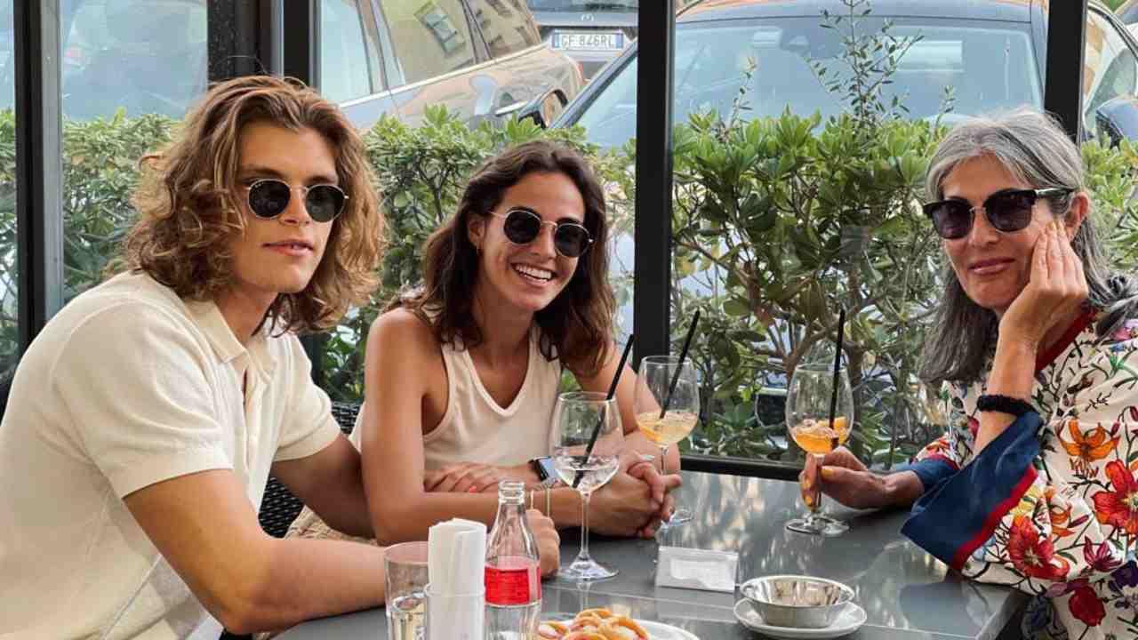 L'ex dama di Uomini e Donne, Isabella Ricci, a pranzo con Massimiliano Mollicone e Vanessa Spoto (foto Instagram).