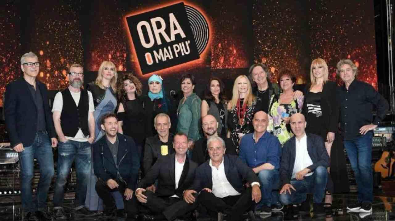"""Il vecchio cast della trasmissione """"Ora o mai più"""" condotta da Amadeus (foto Rai)."""