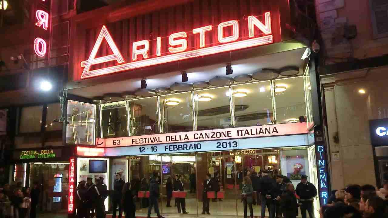 Il teatro Ariston, che ospita il festival della canzone italiana, Sanremo (foto Ansa).