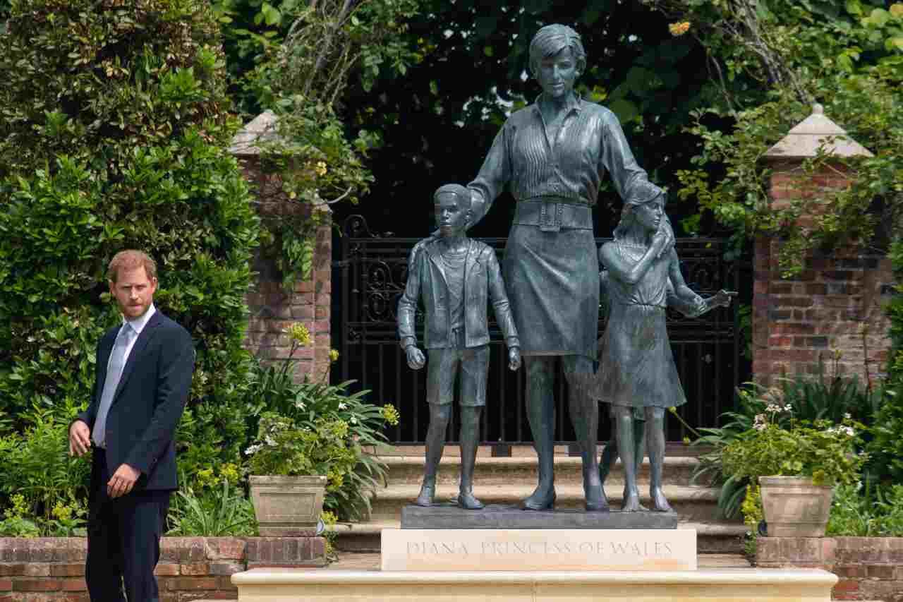 Royal Family, inaugurata la statua di Lady Diana