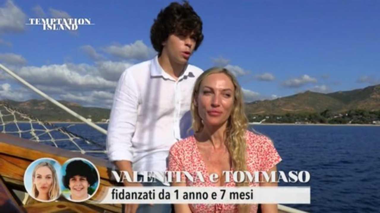 La coppia più chiaccherata di Temptation Island 2021: Valentina e Tommaso (foto Mediaset).