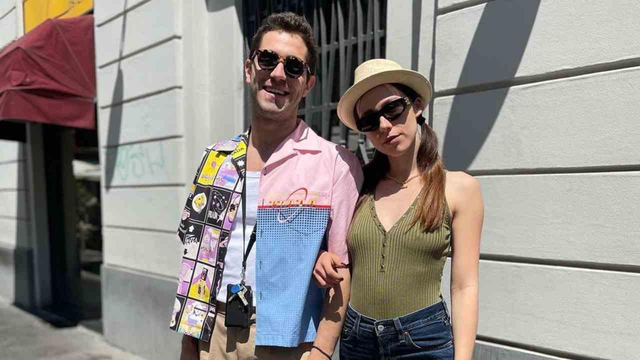 Gli amici e artisti Tommaso Pretelli e Aurora Ramazzotti (foto Instagram).