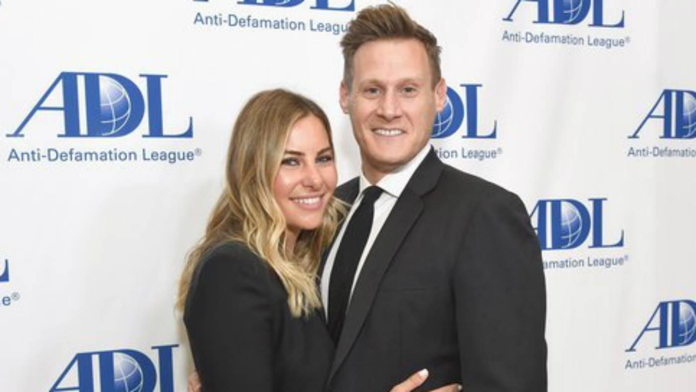 L'ex marito di Meghan Markle, Trevor Engleson, con la nuova moglie Tracey Kurland (foto Twitter).