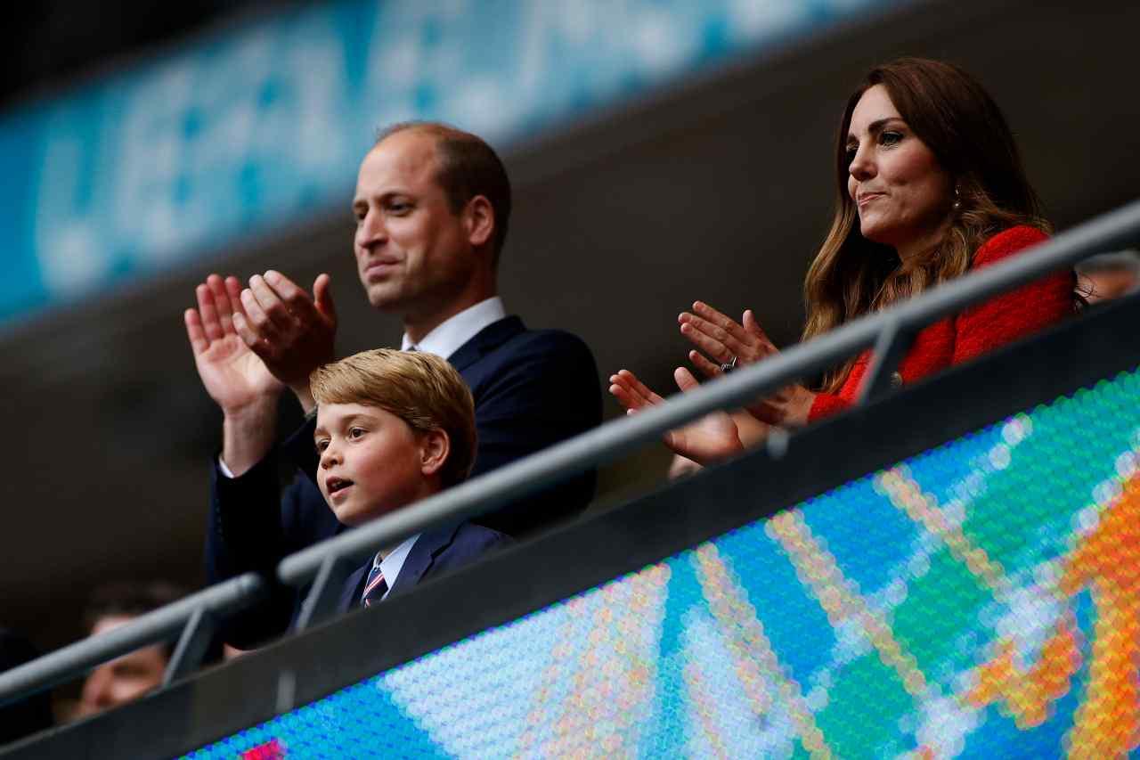 Royal Family: William Windsor, Kate Middleton ed il figlio George allo Stadio di Wembley per guardare la partita Inghilterra-Germania. Euro 2020, 29 giugno 2021 (foto di John Sibley - Pool/Getty Images).