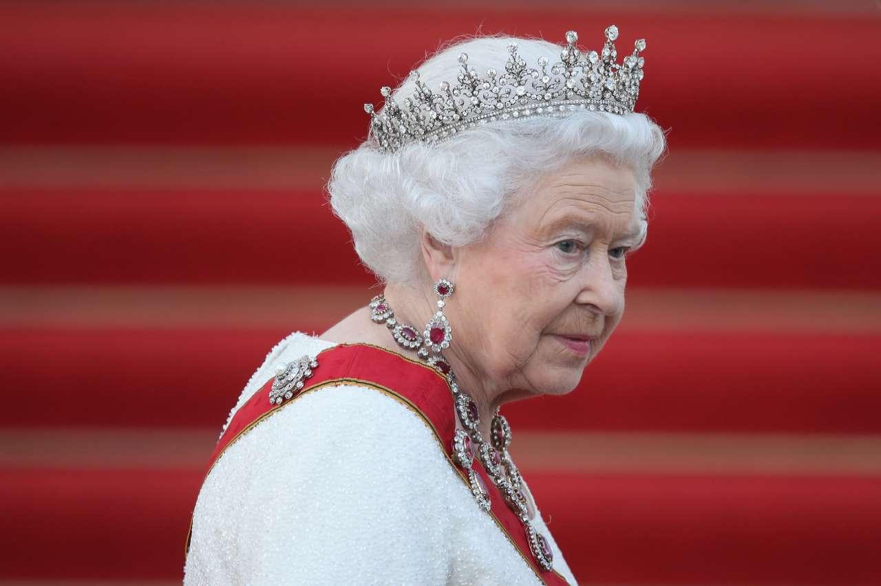 Royal Family, clamoroso gesto della Regina Elisabetta: