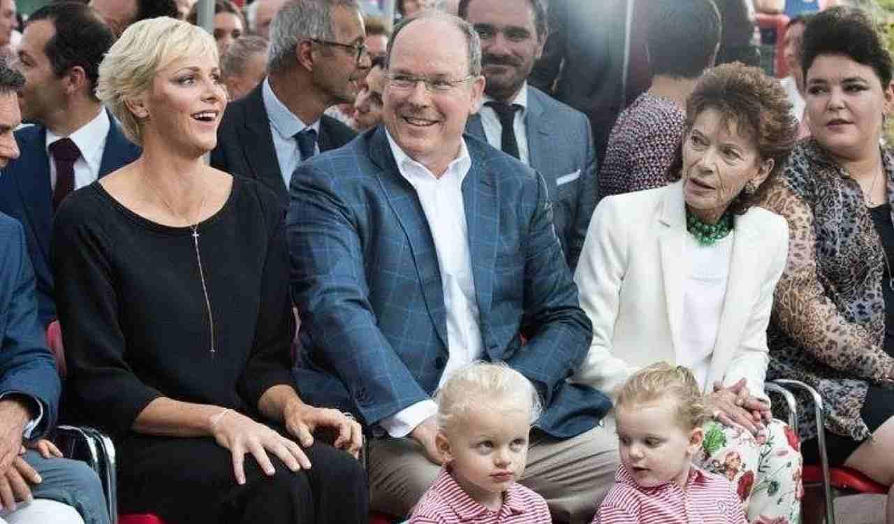 Anno 2017: Charlene ed Alberto di Monaco insieme ad un evento con i loro figli (foto Instagram).