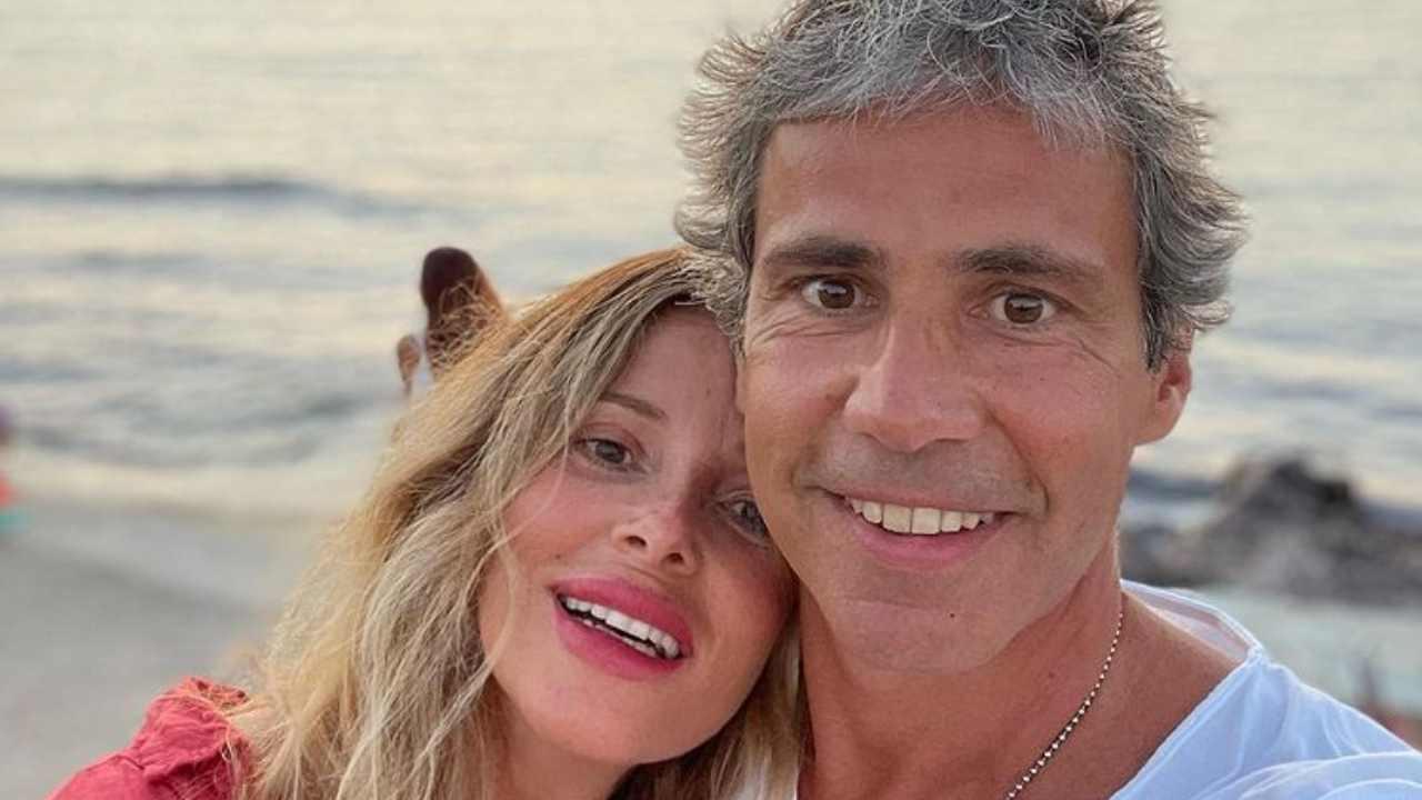 L'imprenditore Paolo Calabresi Marconi in vacanza con la moglie Alessia Marcuzzi (foto Instagram).