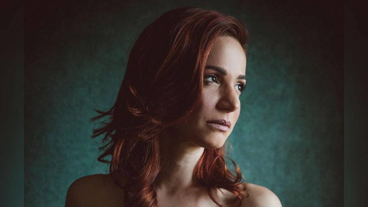 L'attrice e conduttrice radiofonica Andrea Deloglu (foto Instagram).