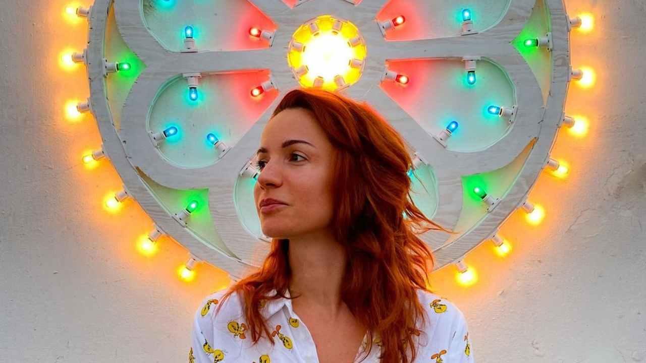 L'attrice e presentatrice Andrea Deloglu (foto Instagram).