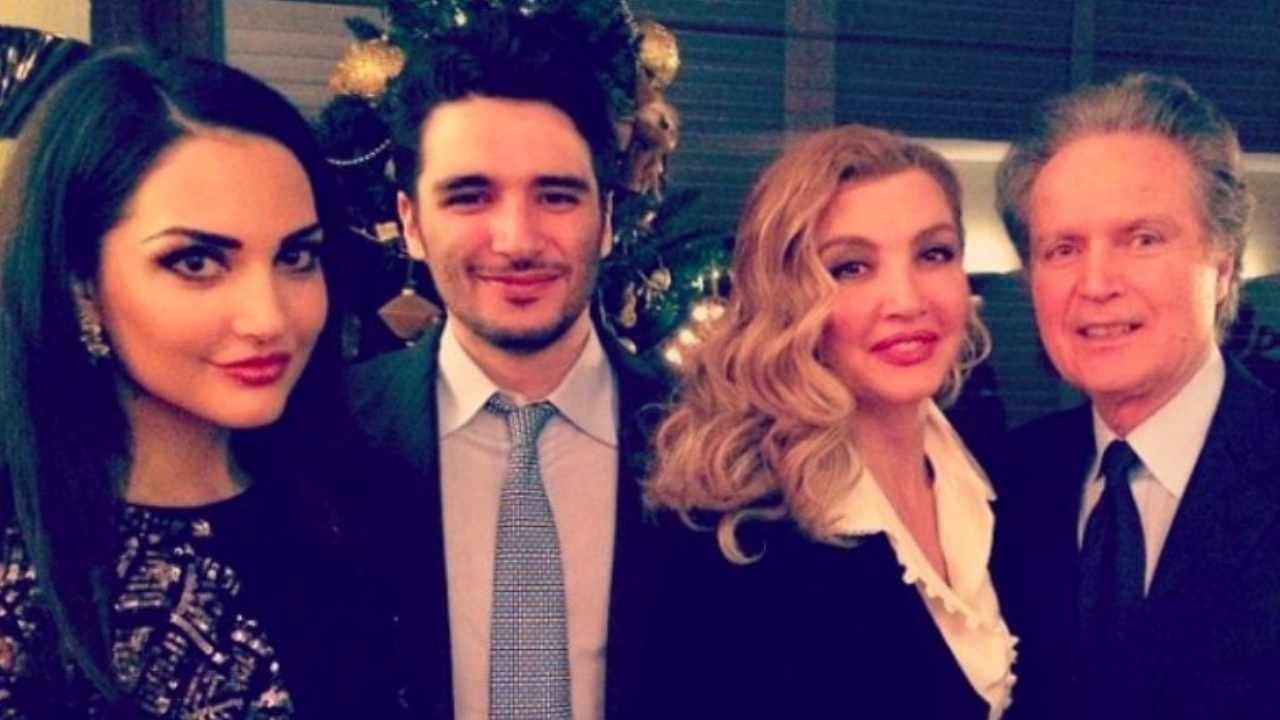 La famiglia riunita: Angelica, Patrick, Milly Carlucci ed il compagno Angelo Donati (foto Instagram).