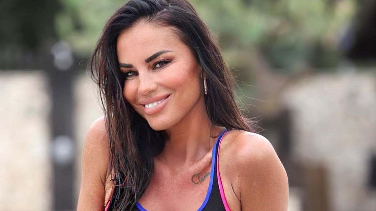 La showgirl Antonella Mosetti in vacanza in Sardegna (foto Instagram).