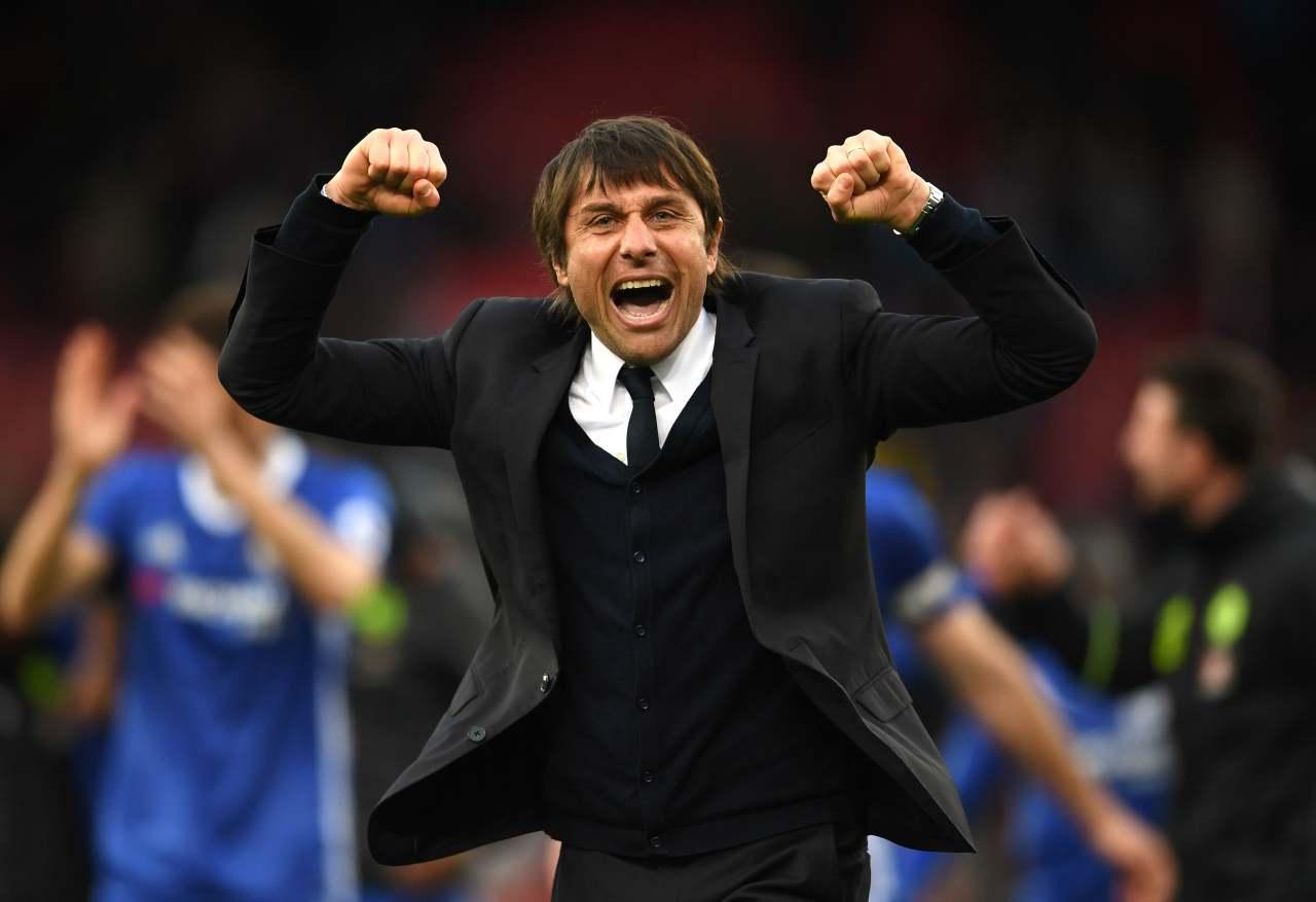 Antonio Conte festeggia la vittoria del suo Chelsea sullo Stoke City. 18 marzo 2017 (foto di Laurence Griffiths/Getty Images).