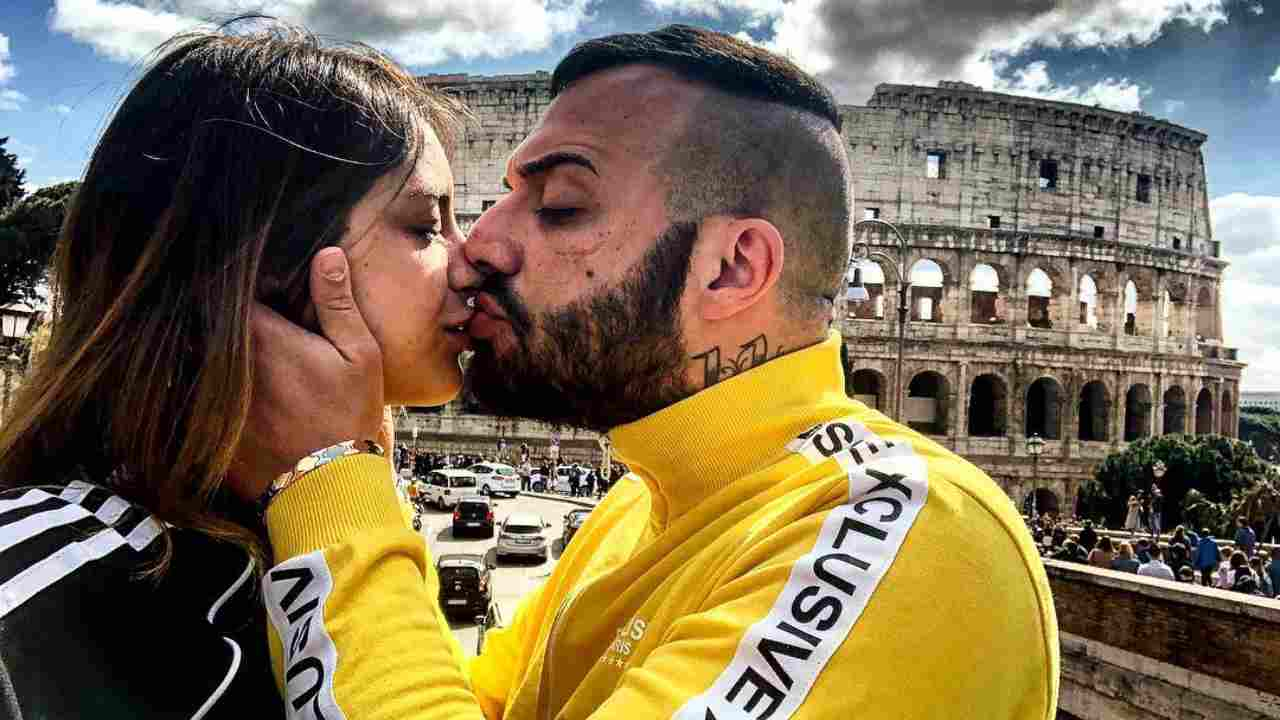 "Insieme da due anni: Damiano ""Er Faina"" e Sharon Macrì (foto Instagram)."